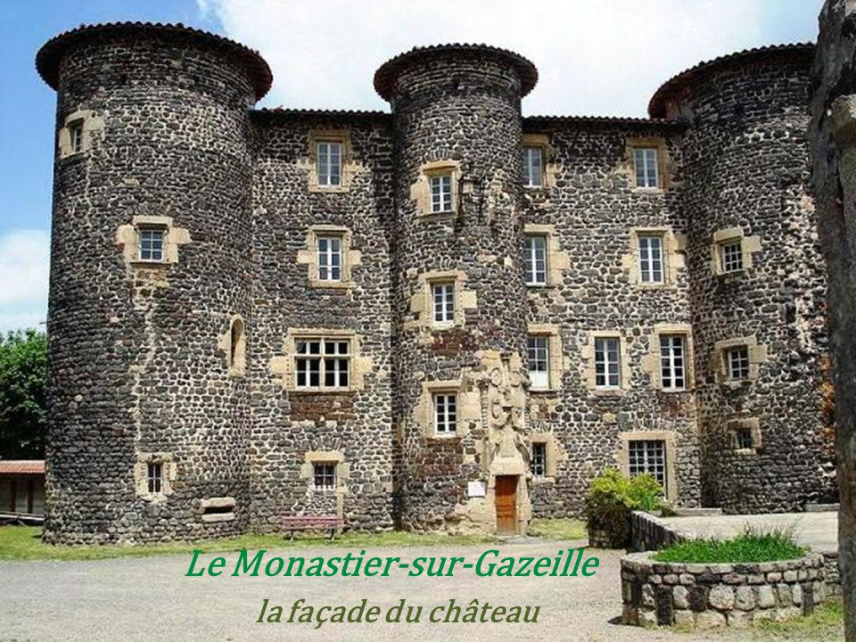 Le Monastier-sur-Gazeille . la façade du château