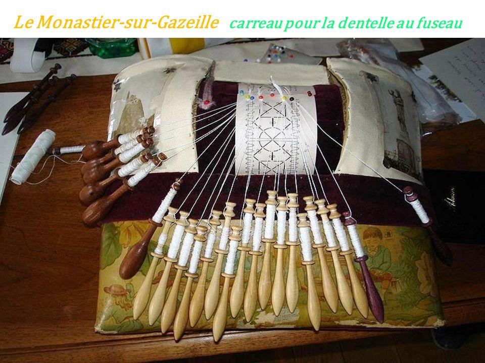 Le Monastier-sur-Gazeille carreau pour la dentelle au fuseau
