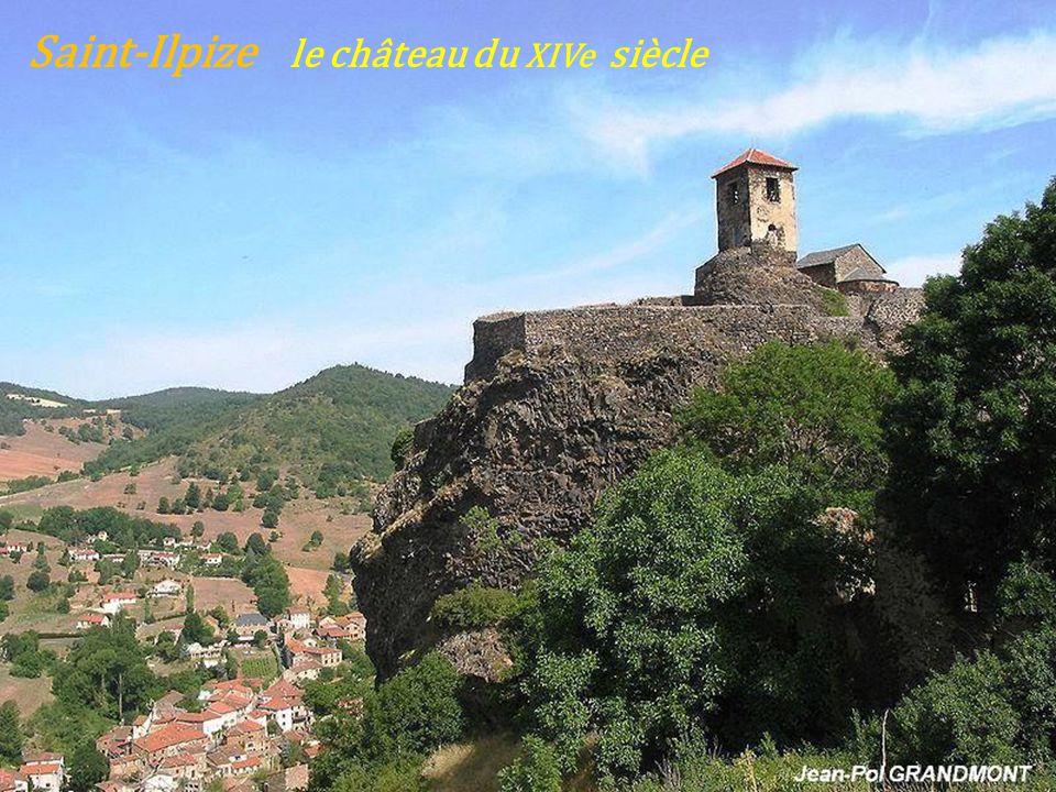 Saint-Ilpize le château du XIVe siècle