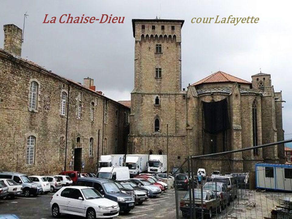 La Chaise-Dieu cour Lafayette