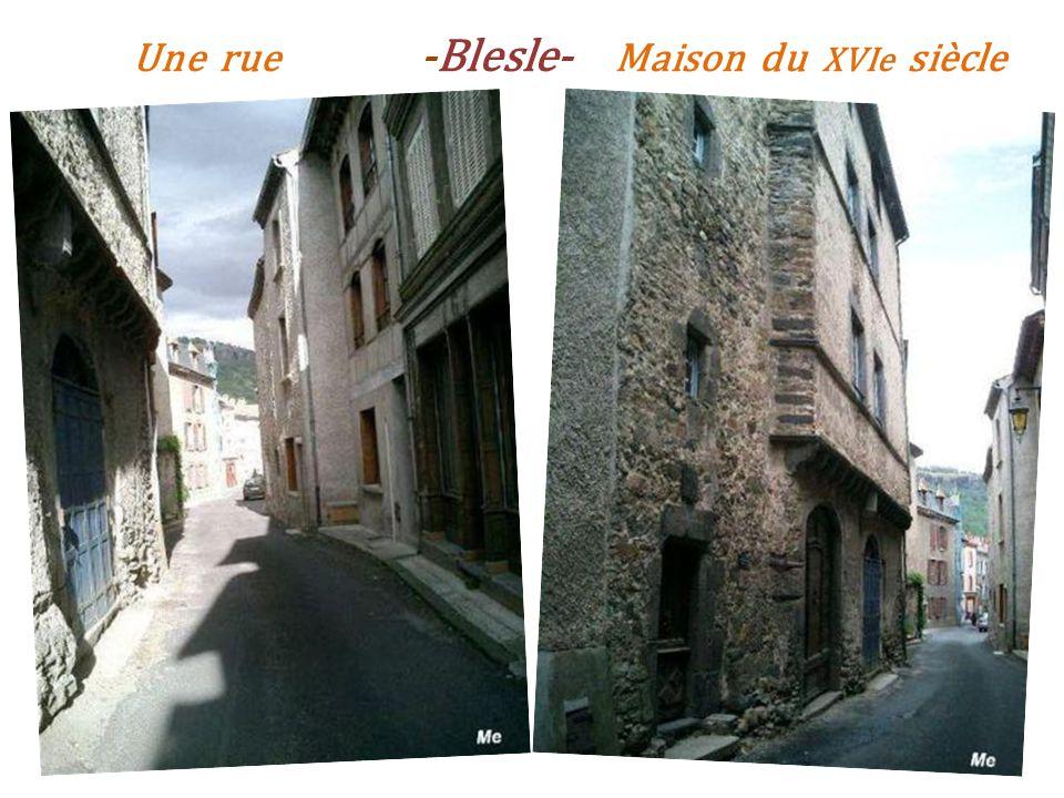 Une rue -Blesle- Maison du XVIe siècle