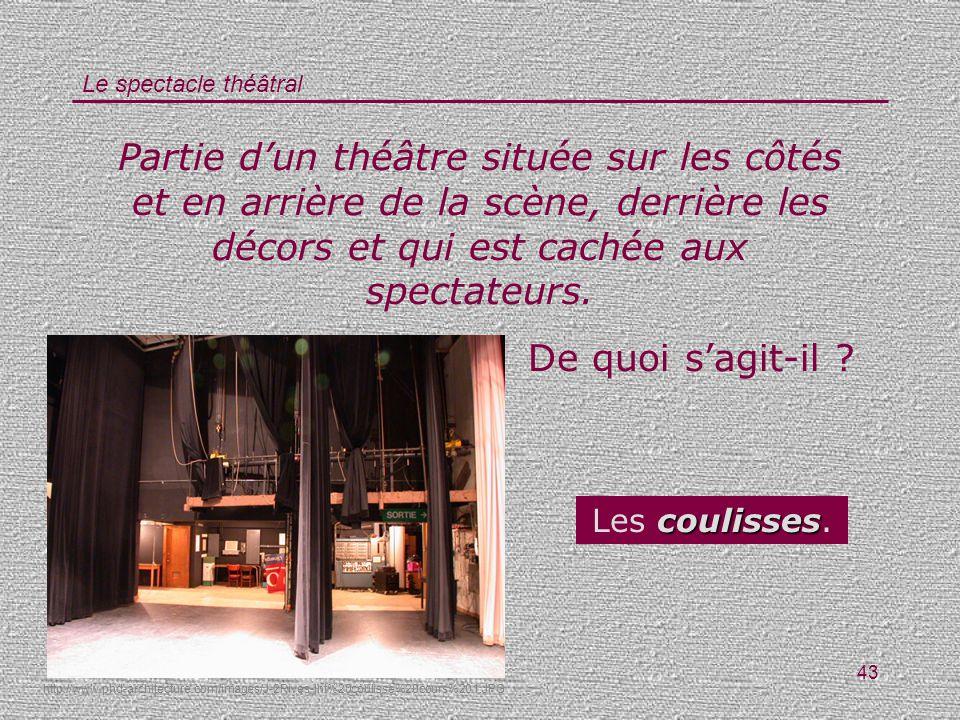 Partie d'un théâtre située sur les côtés et en arrière de la scène, derrière les décors et qui est cachée aux spectateurs.