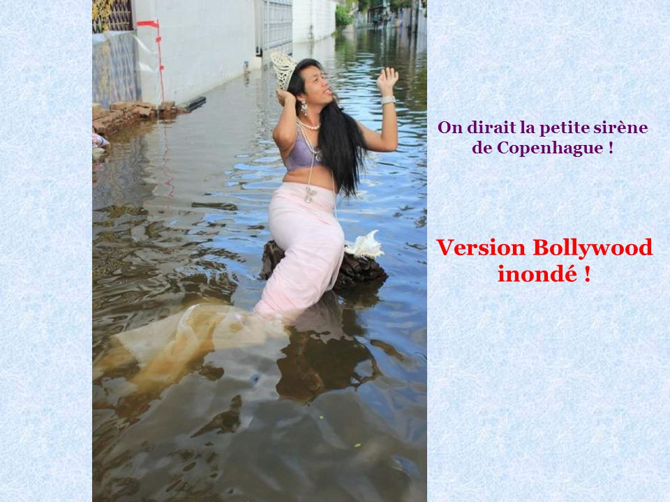 On dirait la petite sirène de Copenhague ! Version Bollywood inondé !