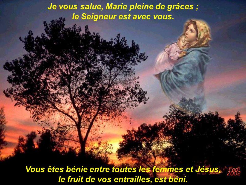 Je vous salue, Marie pleine de grâces ; le Seigneur est avec vous.