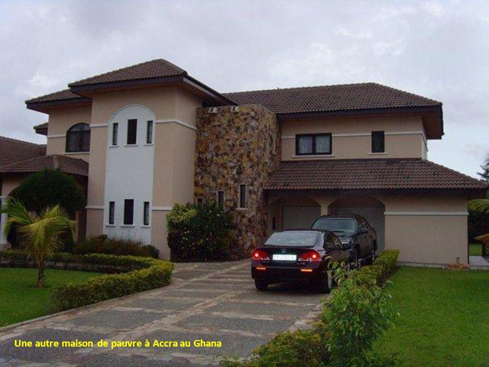 Une autre maison de pauvre à Accra au Ghana