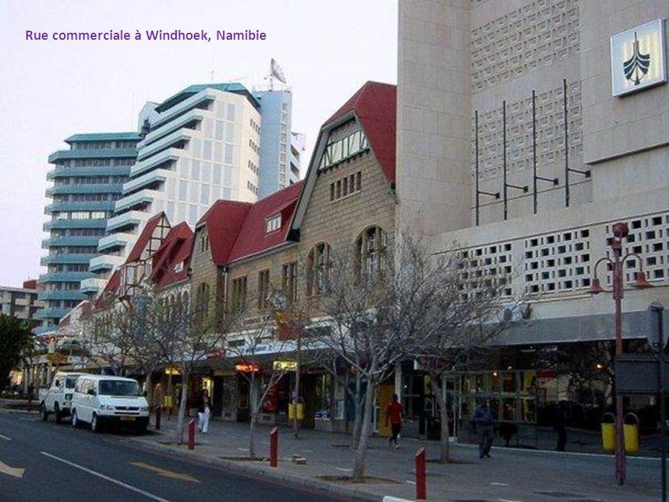 Rue commerciale à Windhoek, Namibie