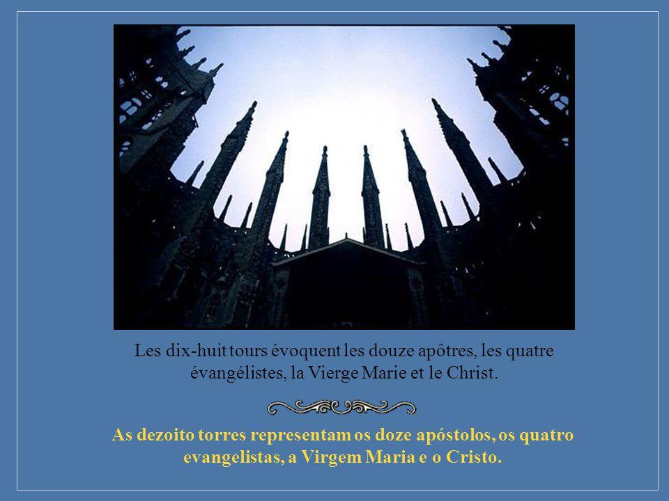 As dezoito torres representam os doze apóstolos, os quatro