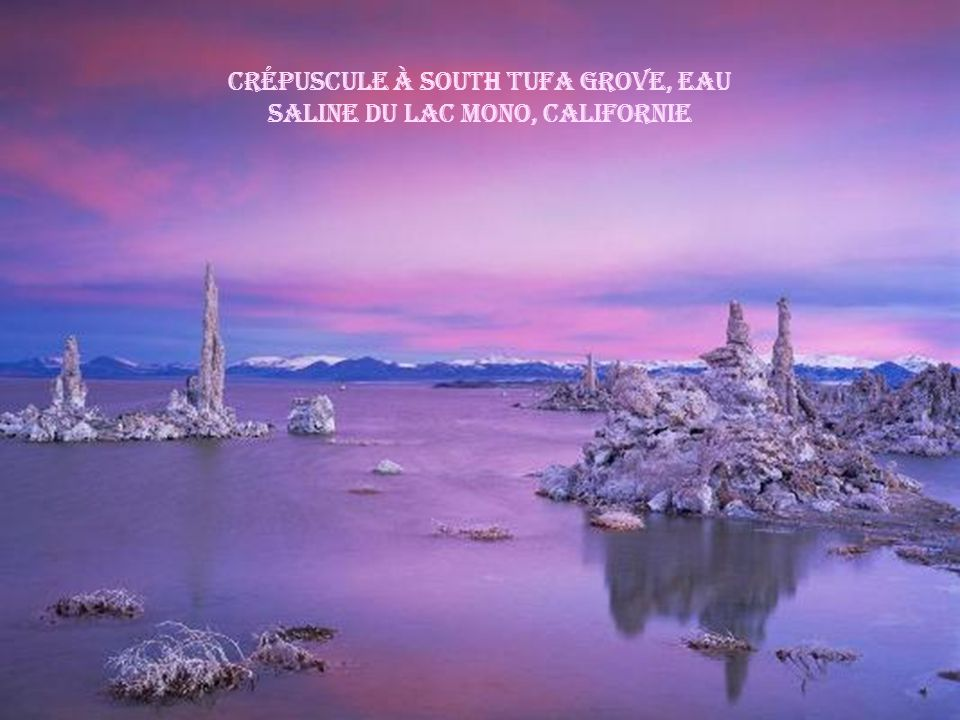 Crépuscule à South Tufa Grove, Eau saline du Lac Mono, Californie