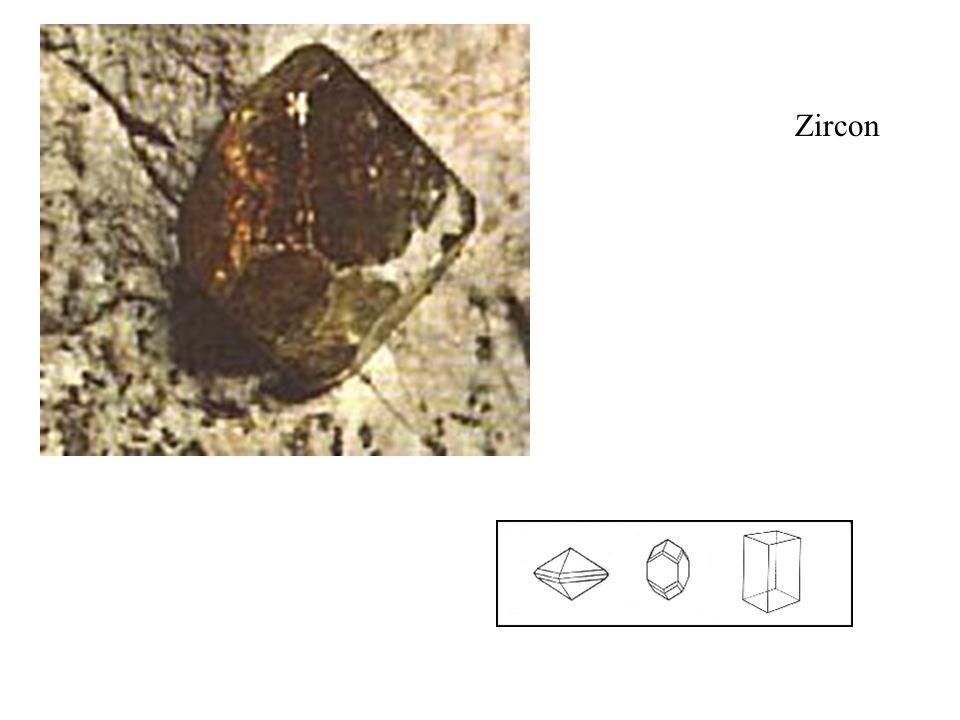 Zircon Cristallise en courts cristaux prismatiques, souvent bipyramidaux, leurs arêtes sont arrondies et les faces recourbées.