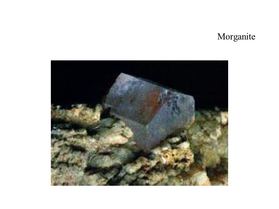 Morganite (sur gangue) Variété de béryl rose la plus connue.