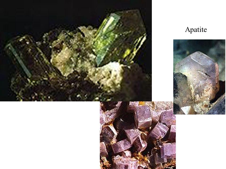 Apatite Ordinairement vert-bleu, vert, gris, brun; elle peut revêtir d autres couleurs. Eclat vitreux, poudre blanche.