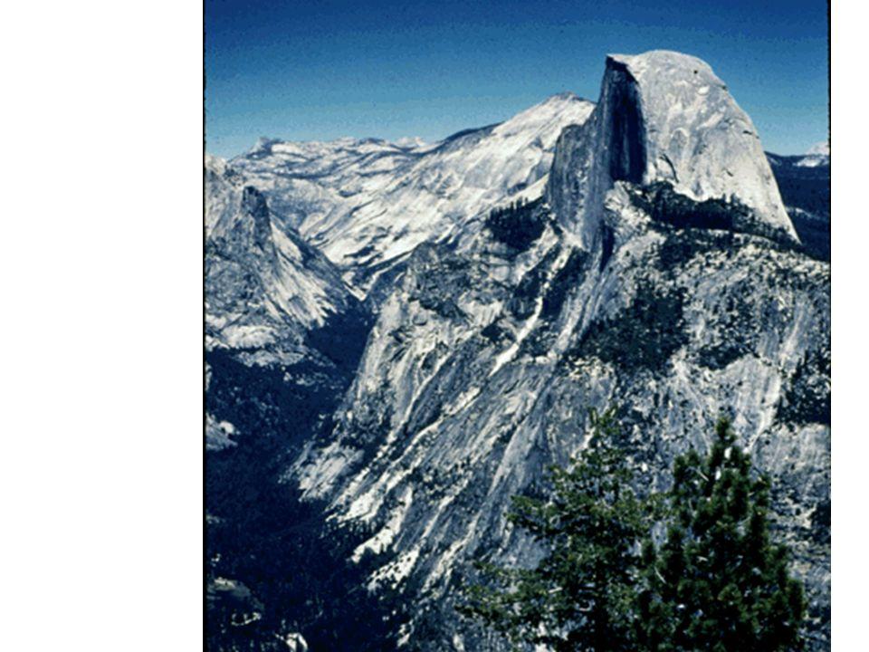 Half Dome Massif de granodiorite (45 Ma) exfolié au sommet, dégagé par l érosion et en surplomb de la vallée glaciaire.