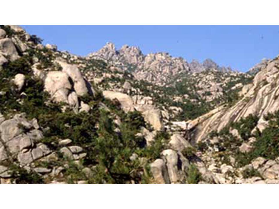 Shantung Chine Massif intrusif de granite sculpté en boules par l érosion