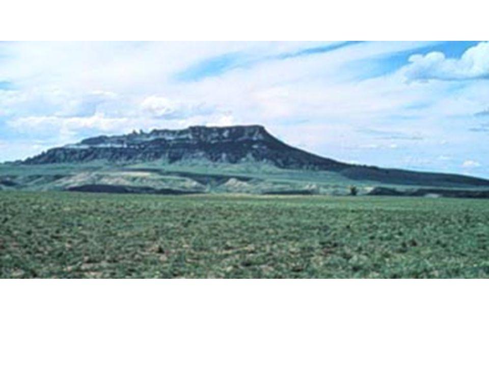 Square Butte Montana Massif intrusif en relief au-dessus de la plaine environnante (800 m de dénivellation).