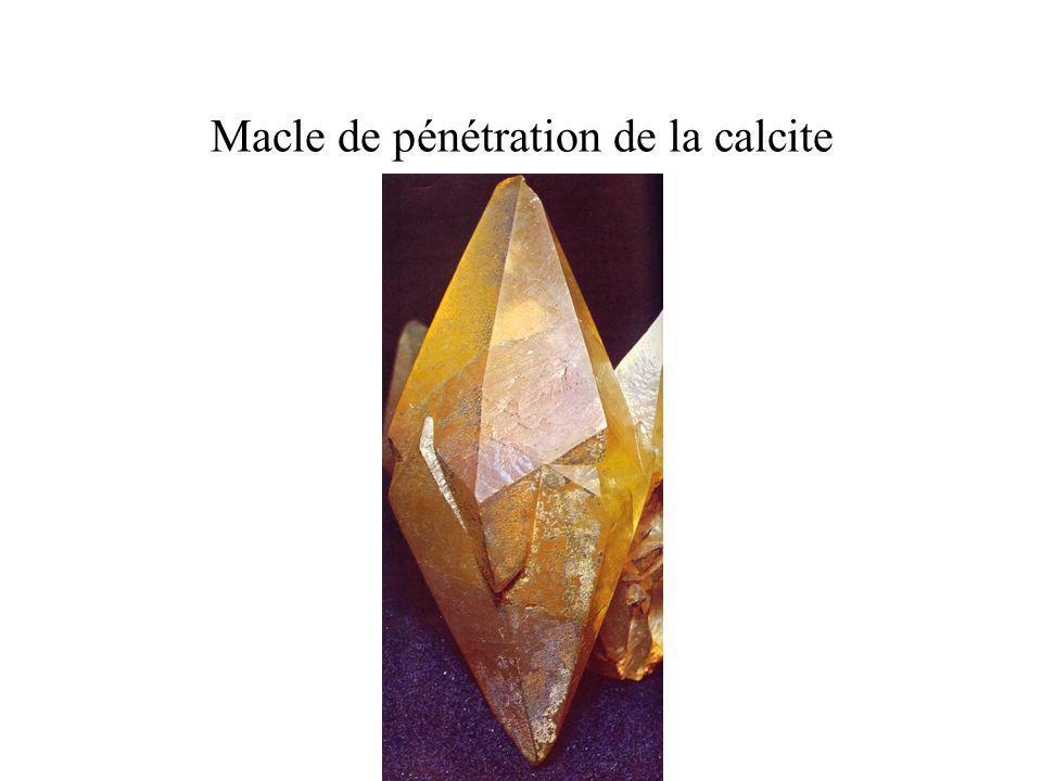 Macle de pénétration de la calcite