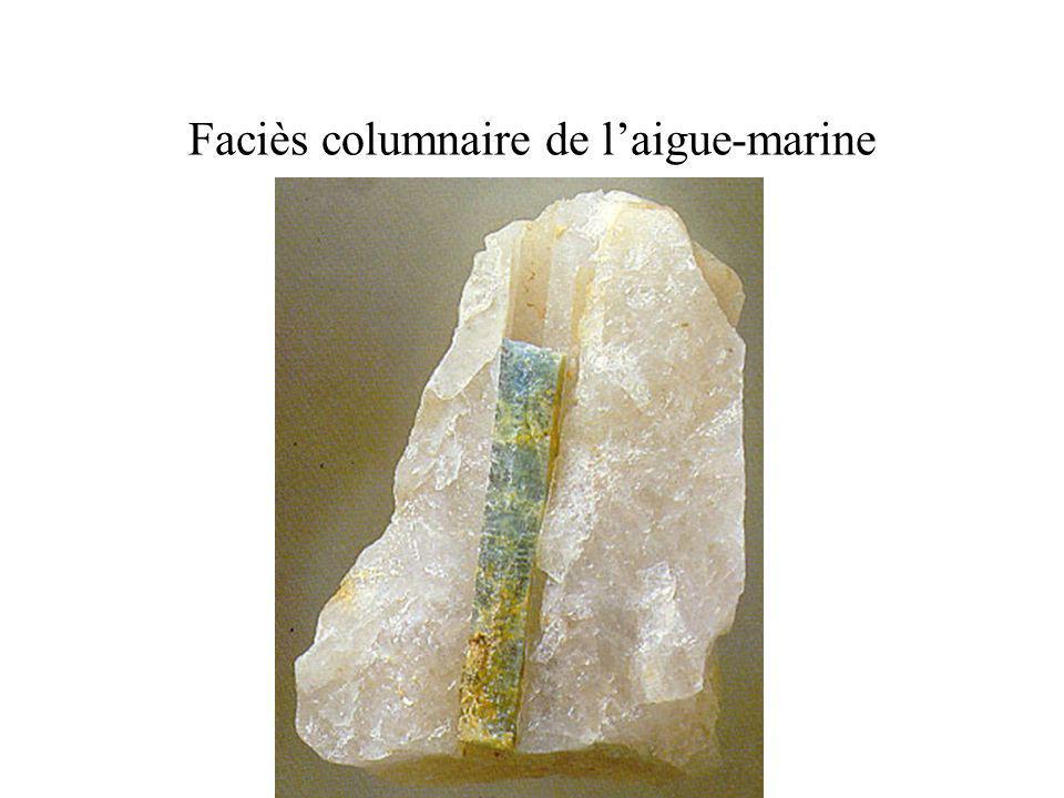 Faciès columnaire de l'aigue-marine