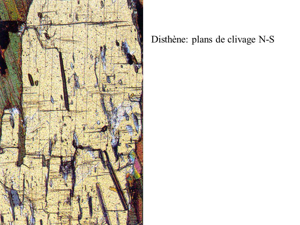 Disthène: plans de clivage N-S