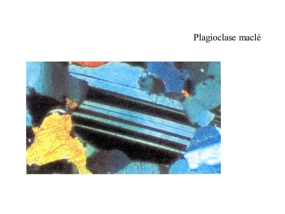 Plagioclase maclé