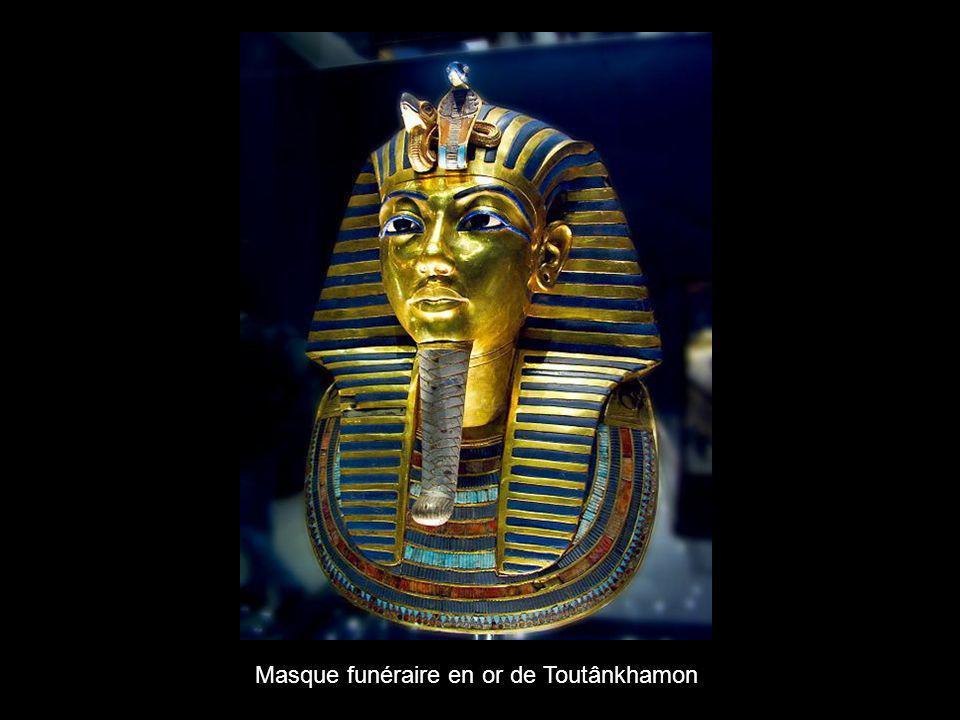 Masque funéraire en or de Toutânkhamon