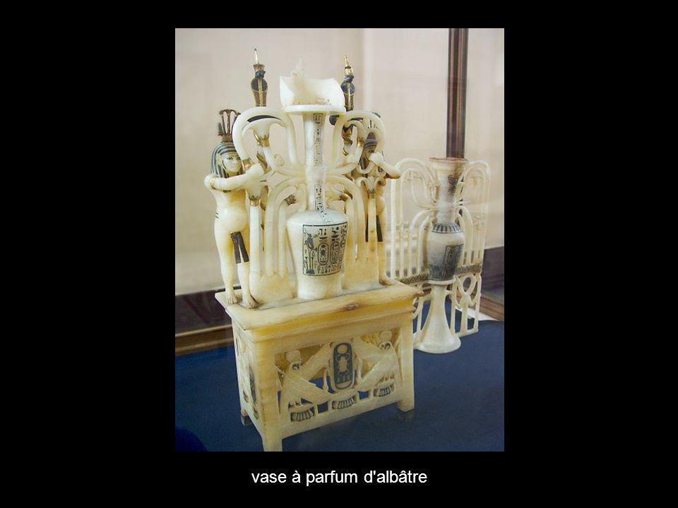 vase à parfum d albâtre