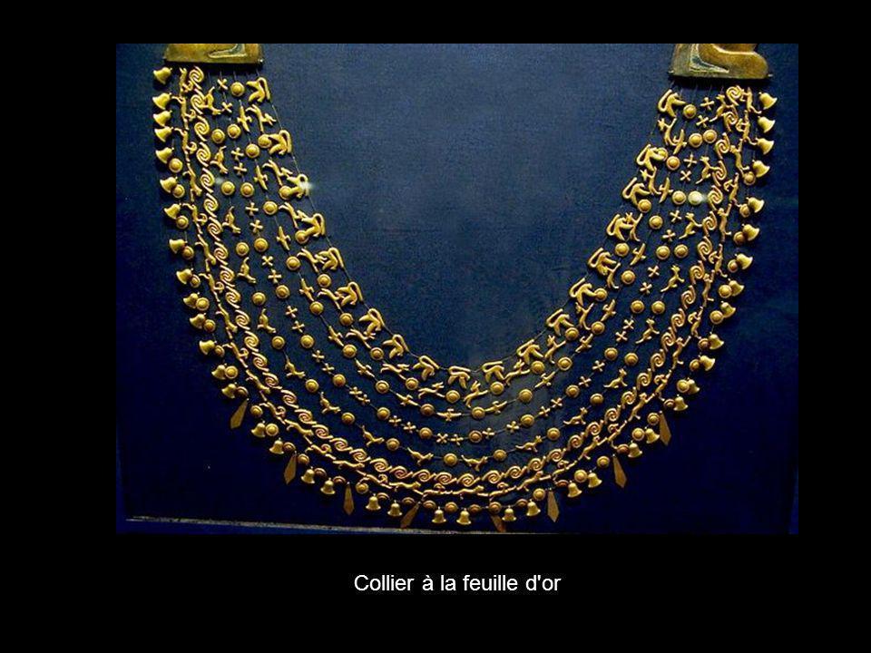 Collier à la feuille d or