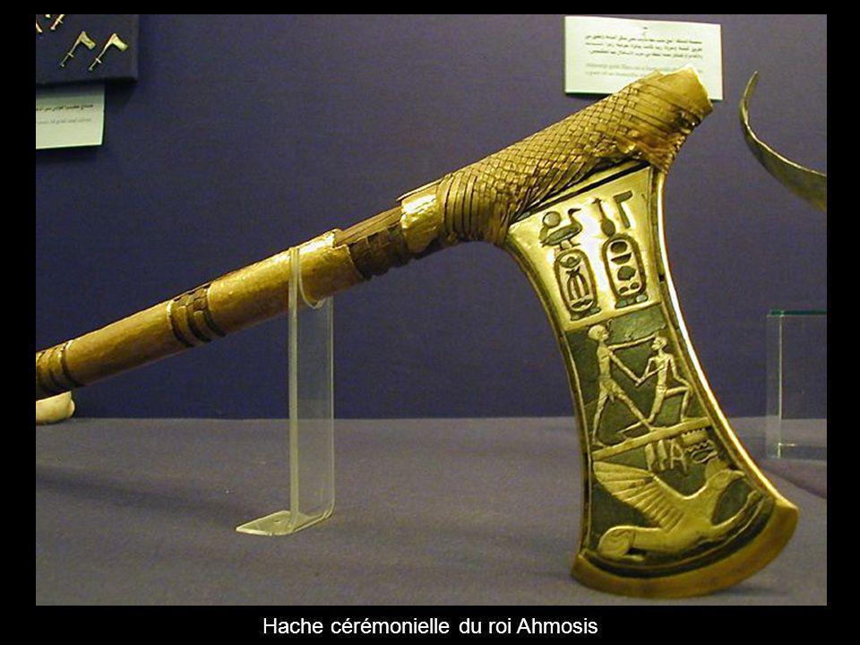 Hache cérémonielle du roi Ahmosis