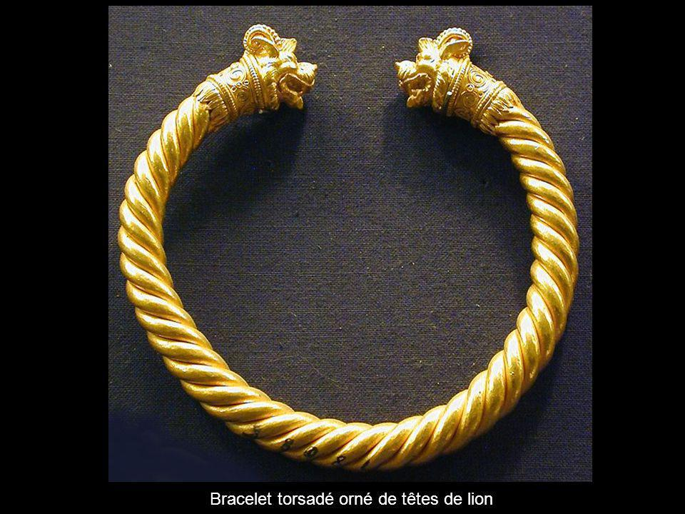Bracelet torsadé orné de têtes de lion