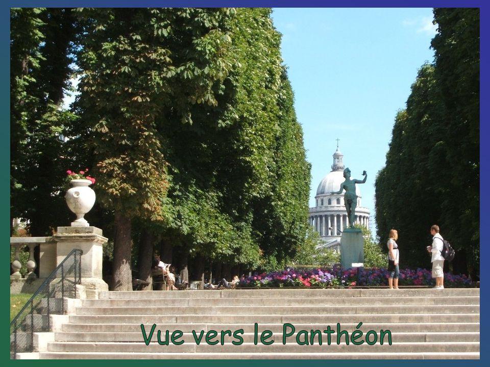 Vue vers le Panthéon