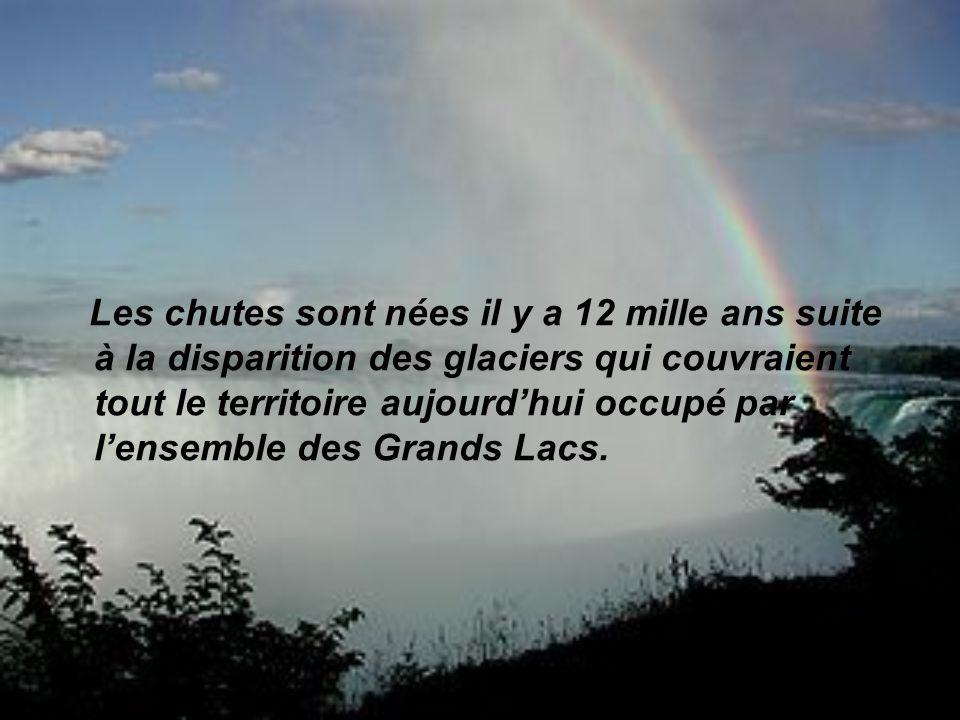 Les chutes sont nées il y a 12 mille ans suite à la disparition des glaciers qui couvraient tout le territoire aujourd'hui occupé par l'ensemble des Grands Lacs.