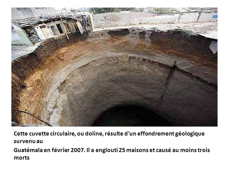 Cette cuvette circulaire, ou doline, résulte d un effondrement géologique survenu au