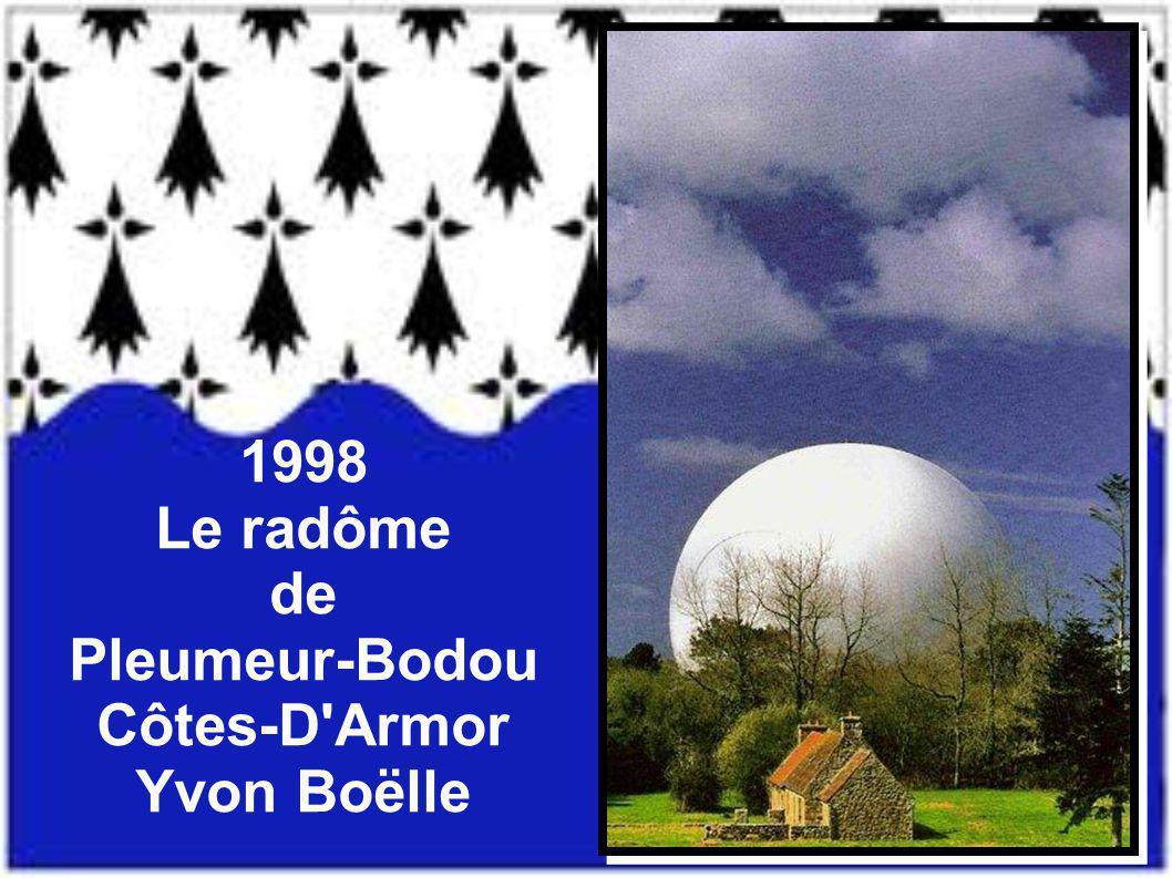1998 Le radôme de Pleumeur-Bodou Côtes-D Armor Yvon Boëlle