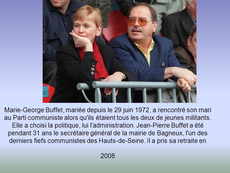 Marie-George Buffet, mariée depuis le 29 juin 1972, a rencontré son mari au Parti communiste alors qu ils étaient tous les deux de jeunes militants.