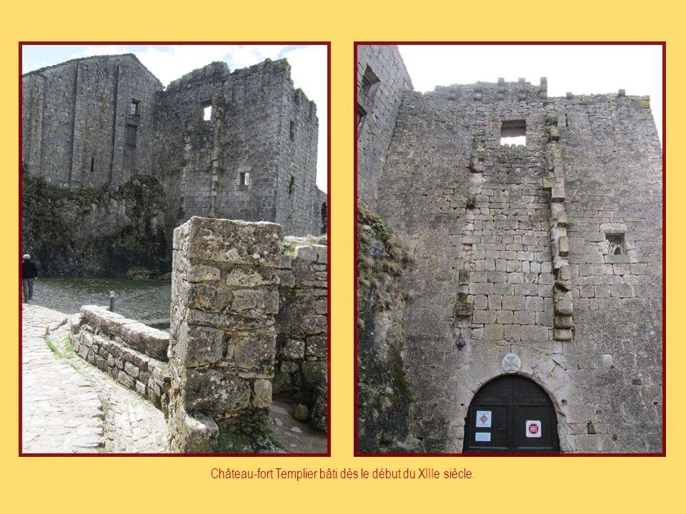Château-fort Templier bâti dès le début du XIIIe siècle.