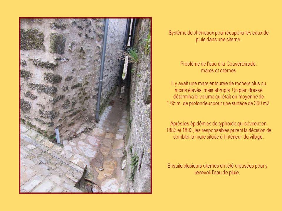 Système de chéneaux pour récupérer les eaux de pluie dans une citerne.
