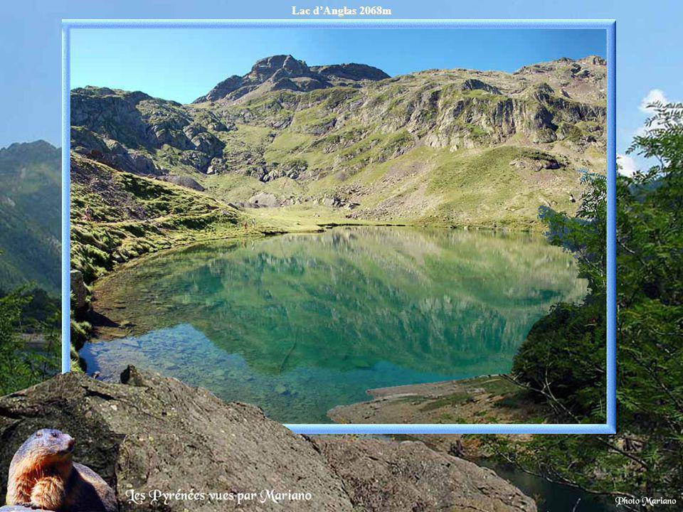 Lac d'Anglas 2068m .