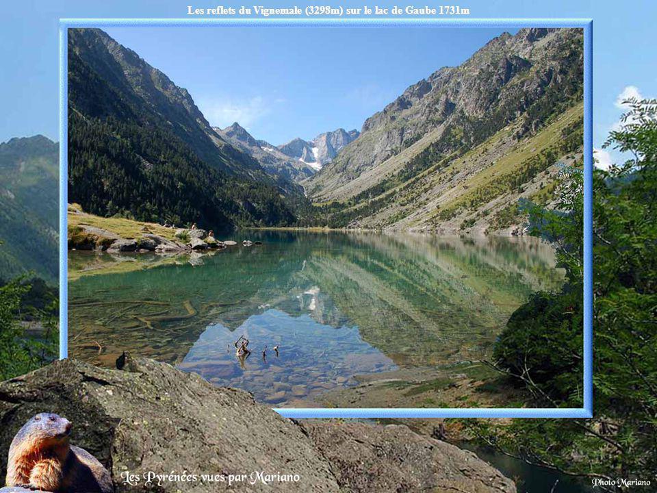Les reflets du Vignemale (3298m) sur le lac de Gaube 1731m