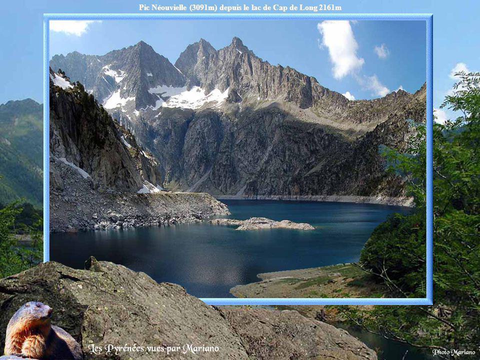 Pic Néouvielle (3091m) depuis le lac de Cap de Long 2161m