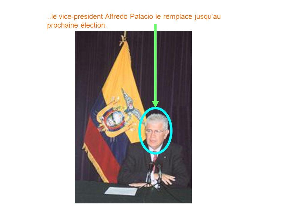 ..le vice-président Alfredo Palacio le remplace jusqu'au prochaine élection.