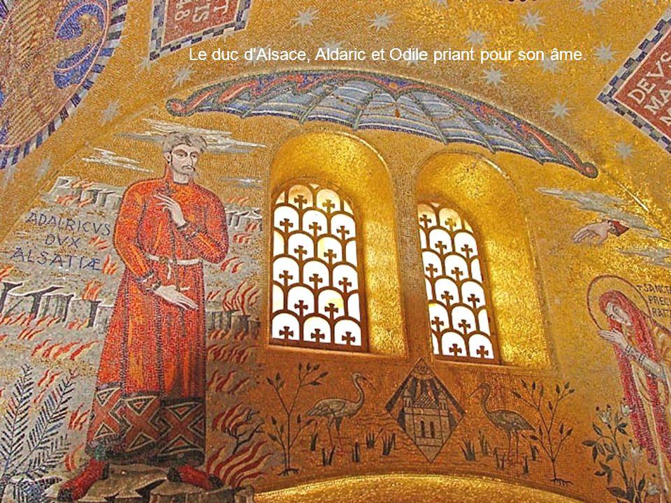 Le duc d Alsace, Aldaric et Odile priant pour son âme.