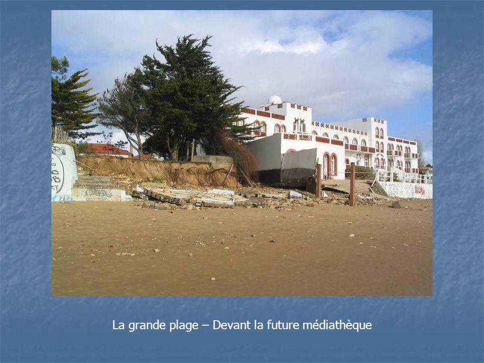 La grande plage – Devant la future médiathèque