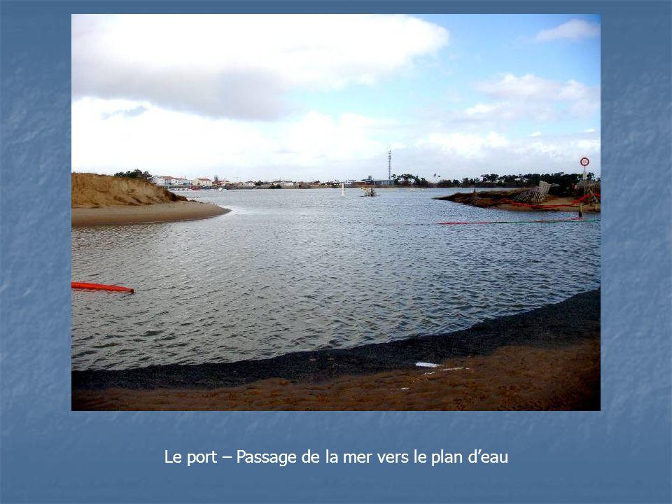 Le port – Passage de la mer vers le plan d'eau