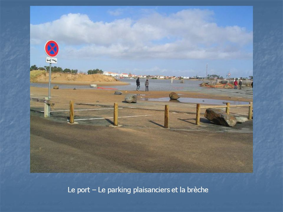 Le port – Le parking plaisanciers et la brèche