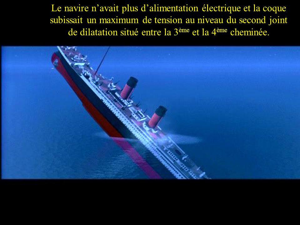 Le navire n'avait plus d'alimentation électrique et la coque subissait un maximum de tension au niveau du second joint de dilatation situé entre la 3ème et la 4ème cheminée.