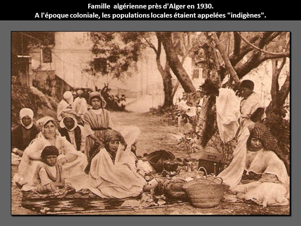 Famille algérienne près d Alger en 1930.