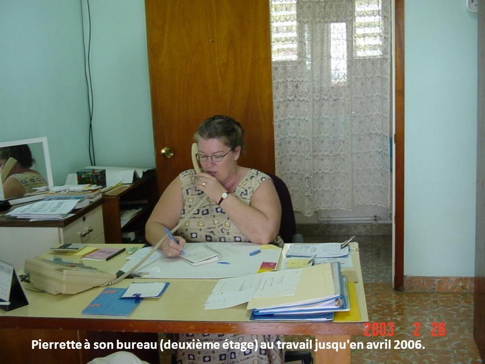 Pierrette à son bureau (deuxième étage) au travail jusqu en avril 2006.