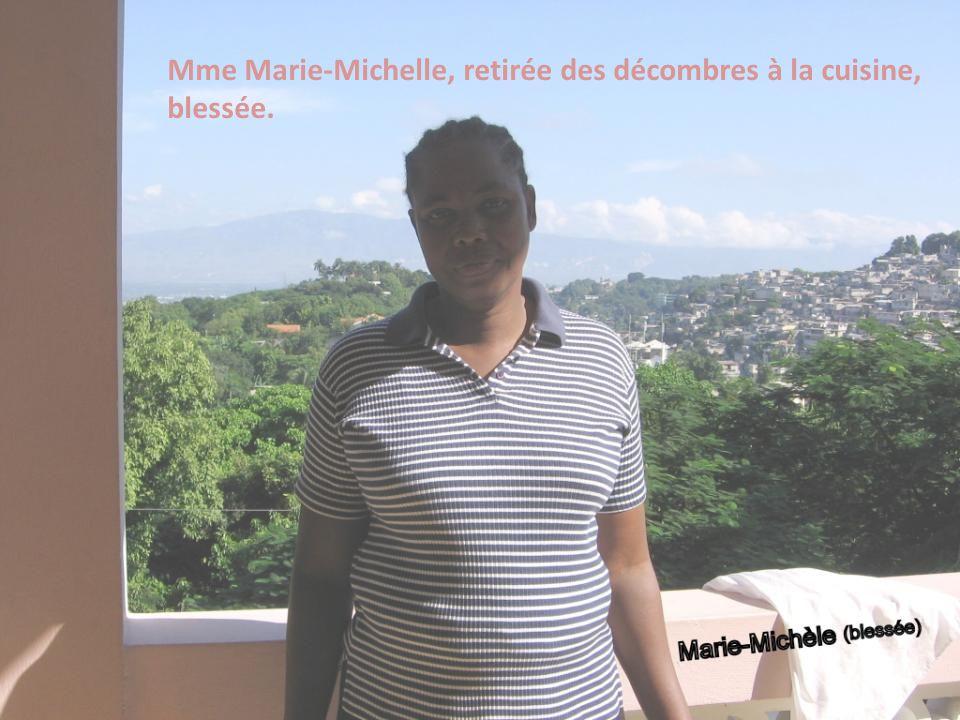 Mme Marie-Michelle, retirée des décombres à la cuisine,
