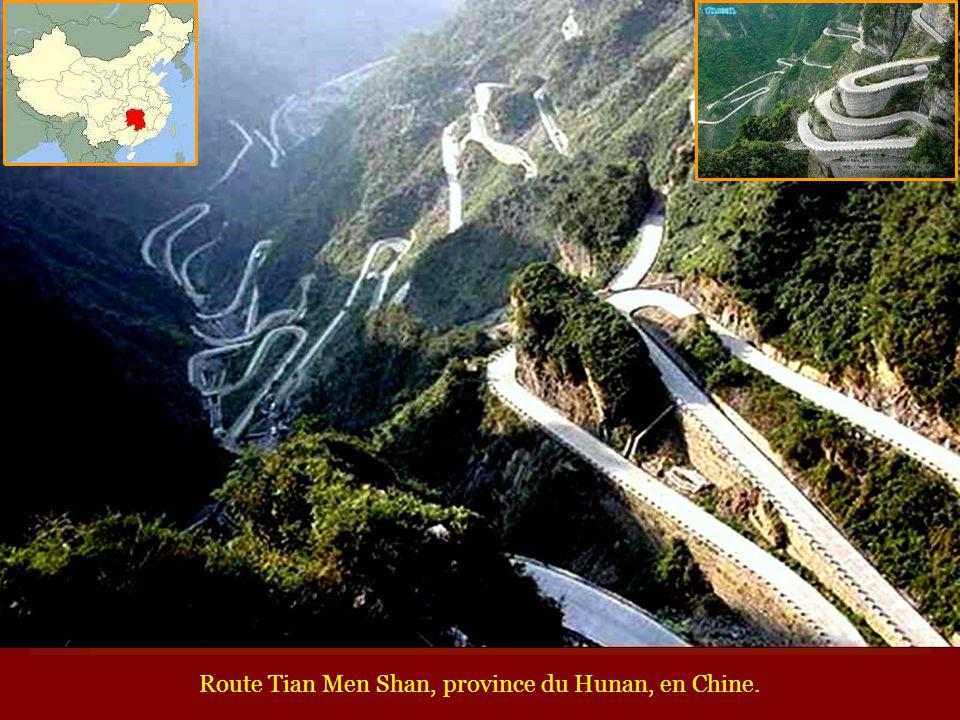 Route Tian Men Shan, province du Hunan, en Chine.