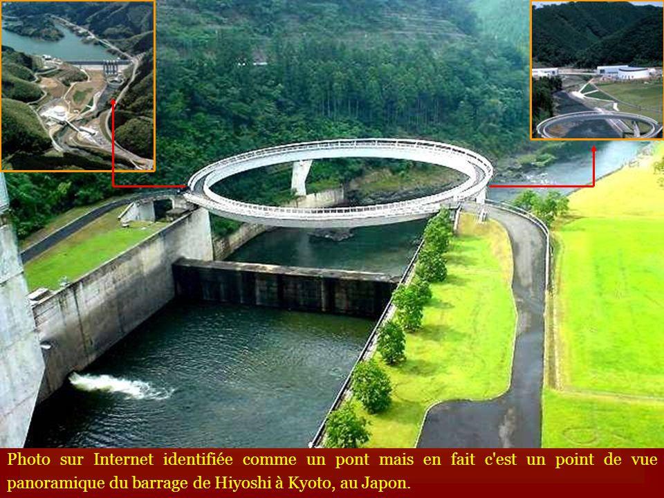 Photo sur Internet identifiée comme un pont mais en fait c est un point de vue panoramique du barrage de Hiyoshi à Kyoto, au Japon.