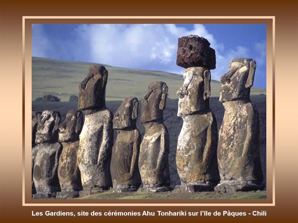 Les Gardiens, site des cérémonies Ahu Tonhariki sur l'Ile de Pâques - Chili