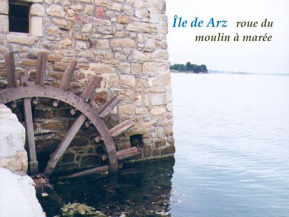 Île de Arz roue du . moulin à marée